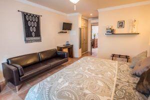 El Hotel Al Lago es un alojamiento con mucho encanto situado en Zahara de la Sierra que cuenta con excepcionales vistas al embalse de Zahara