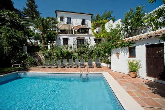 El Alojamiento Rural La Mejorana es una espectacular casa señorial situada en el núcleo urbano de Grazalema, un maravilloso pueblo blanco de la Sierra de Cádiz.