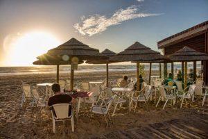 Chiringuito El Potito es tu restaurante en la arena de la Playa Victoria de Cádiz para disfrutar de los mejores pescados de la Bahía y el atún rojo