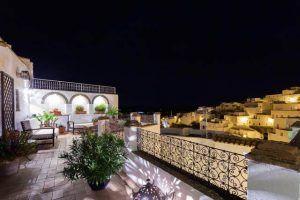 La Casa del Califa es un hotel con encanto y único situado en uno de los enclaves más fascinantes del casco antiguo de Vejer de la Frontera, Cádiz.
