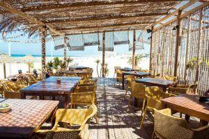 nahu-beach-chiringuito-cortadura-cadiz-multibar-restaurante-comer-2