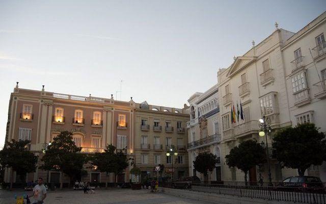 Plaza de San Antonio: Casa Pemán, Banca Aramburu y Casino Gaditano
