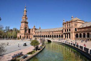 Canal y edificio Plaza España Sevilla