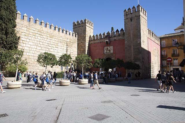 gente Plaza del Triunfo Sevilla