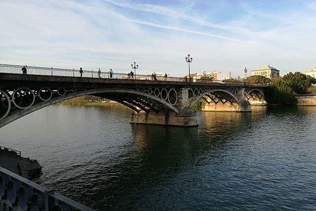 Vista del Puente de Triana