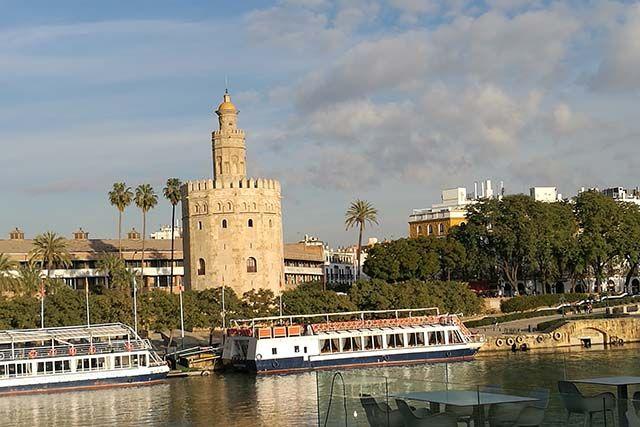 Torre del Oro Sevilla por la tarde