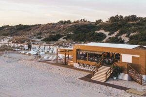 Nova Sunset Club es un chiringuito donde puedes comer, degustar, tomar el sol y disfrutar en todo su esplendor de La Barrosa